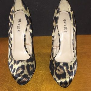 Forever 21 Size 8 Animal Print Pumps